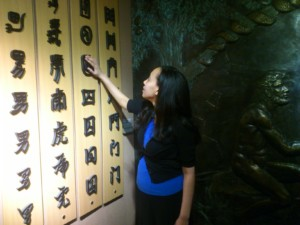 Haben feels Chinese characters at blind museum