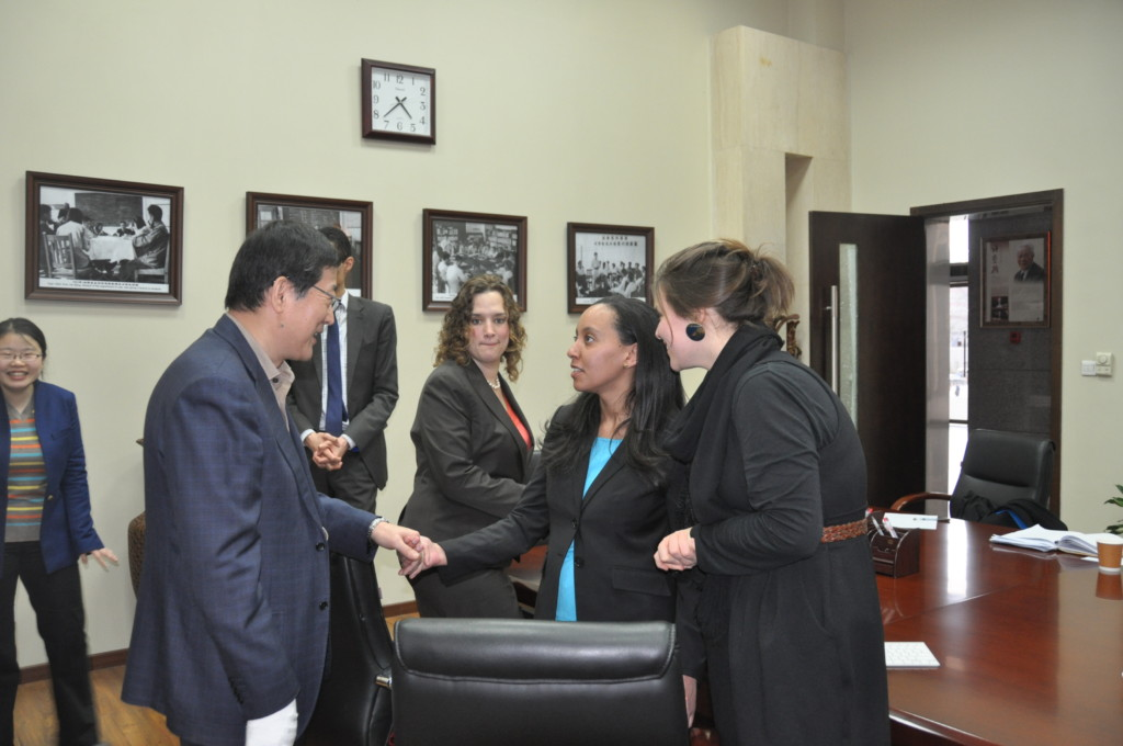 Haben shakes hands with Dean at Renmin University School of Law
